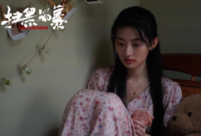 《扫黑风暴》:孙兴坏归坏,但为什么要让徐英子咬大理石茶几呢?